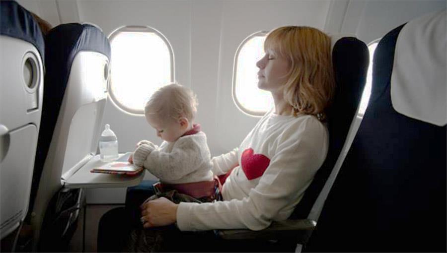 Lot z niemowlakiem? Jak się przygotować.