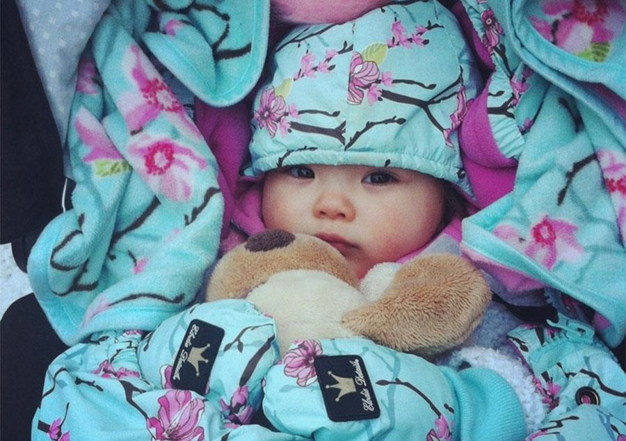 Jak ubrać niemowlaka na spacer w chłodne dni?
